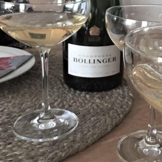 Samppanjasiskot, Bollinger, ystävyys, ilo