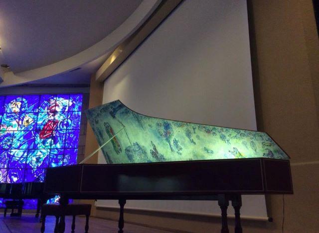 kulkusalla, marc chagall museo, chagall lasimaalaus, miehen matkassa