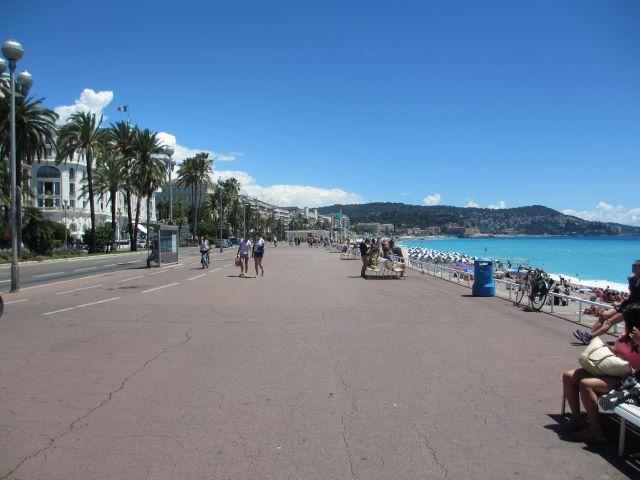 kulkusalla, Promenade des Anglais, Nizza, Välimeri, miehen matkassa