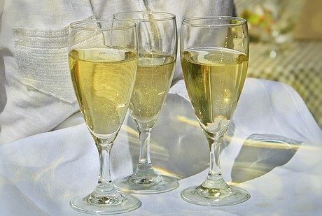 Samppanjasiskot, juomalasit, juhlajuoma