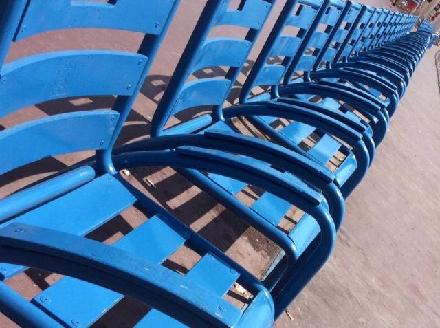 La chaise bleue, levähtää, siniset tuolit, Nizza, miehen matkassa