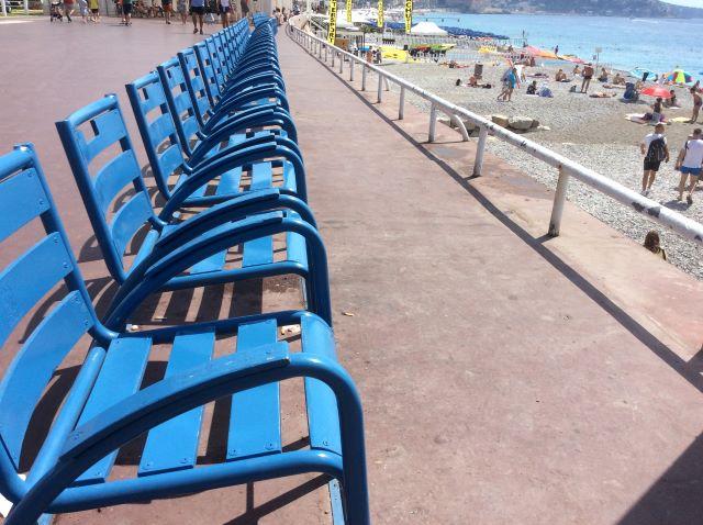 kulkusalla, Nizza, La chaise bleue, Promenad des Anglais, miehen matkassa