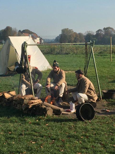 Kulkusalla, Waterloon sotilaat, leiri